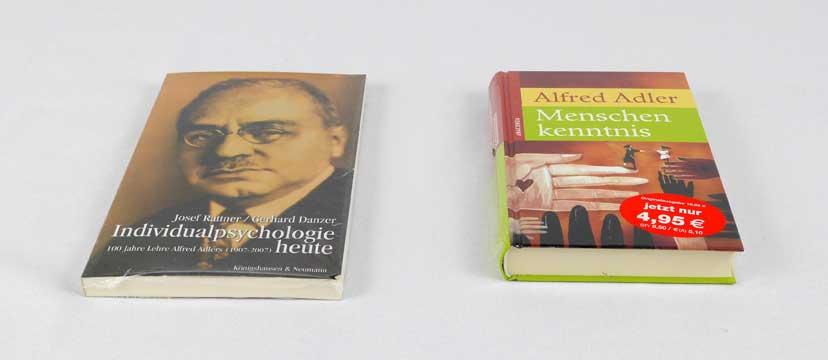 Zwei Bücher über bzw. von Alfred Adler